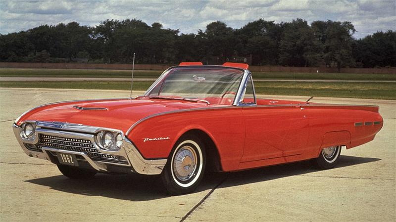 1962 Ford Thunderbird is a good classic car to restore