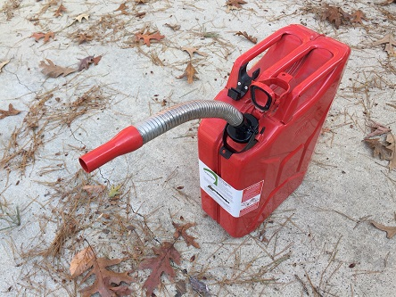 Jerry gas container with long nose flexible spout